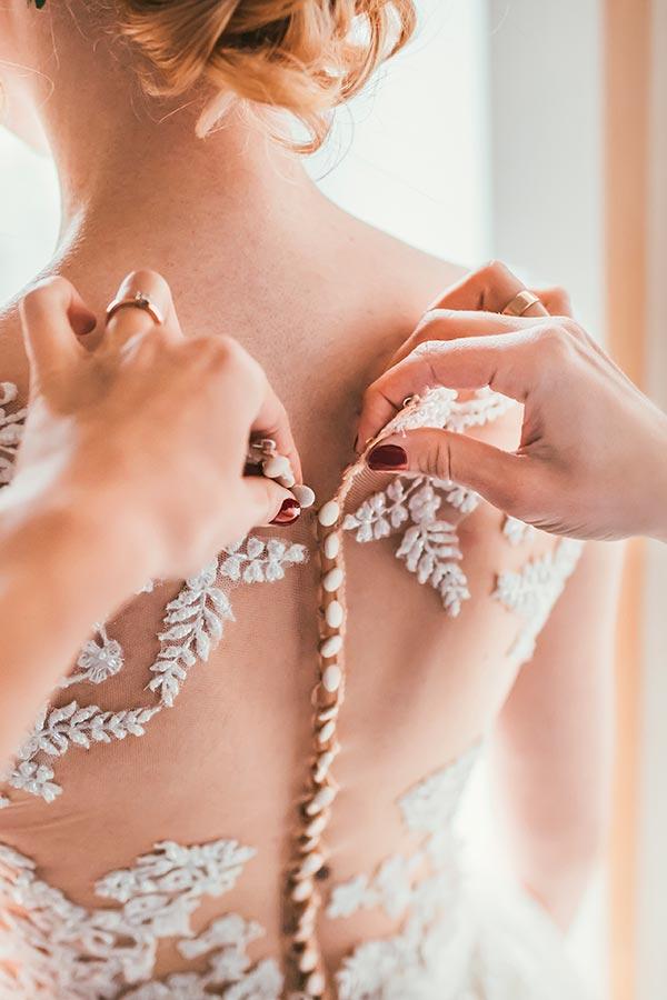 Wedding Anprobe Brautkleid bei Haus der Mode in Wetzlar, Brautmoden und Brautkleider Wetzlar.
