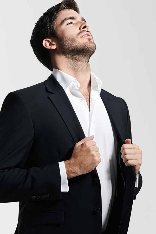 Mann in Anzug von Haus der Mode Wetzlar, festliche Anzüge Wetzlar