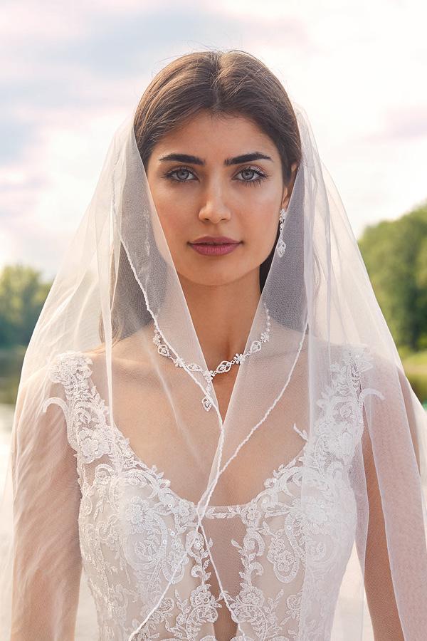 Braut im Hochzeitskleid mit Schmuck und Schleier von Kleemeier, Haus der Mode Wetzlar, Brautaccessoires Wetzlar